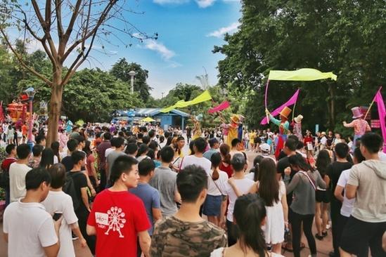 广东假日旅游市场火爆,图为广州长隆旅游度假区。吴伟洪 摄